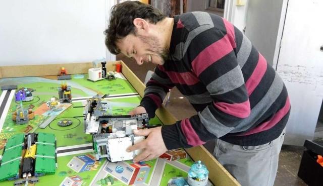 El docente de química que aprende robótica