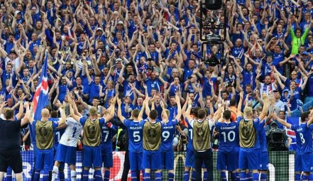 Islandia goleó a Turquía y quedó un paso de su primer Mundial