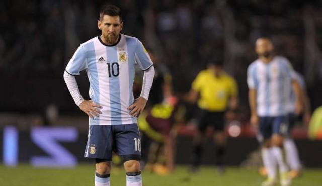 """Messi """"no puede hacer todo"""", opinó Tabárez"""