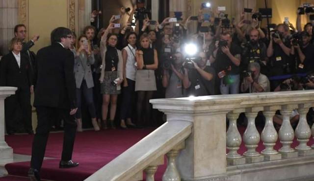 Gobierno español lanza ultimátum a Puigdemont