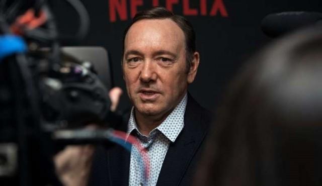 Kevin Spacey revela homosexualidad y se disculpa por acoso