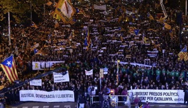 Unos 750.000 manifestantes piden en Barcelona liberación de independentistas
