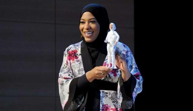 Barbie se pone el velo para honrar a atleta olímpica Ibtihaj Muhammad