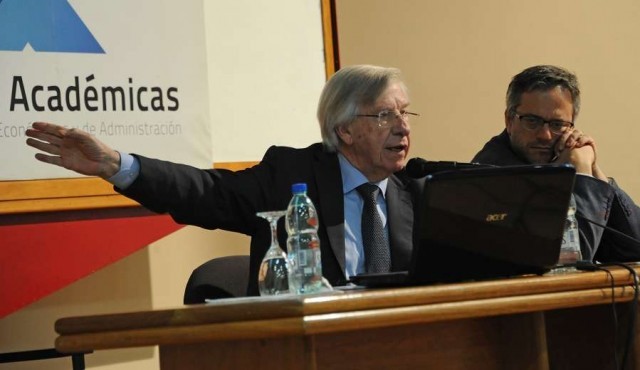 """Astori destacó """"fortaleza financiera"""" de Uruguay"""