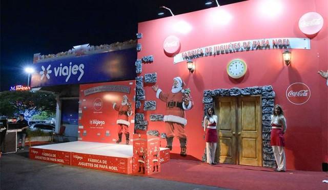 Tienda Inglesa y Coca-Cola hacen realidad el sueño de conocer la fábrica de juguetes de Papá Noel