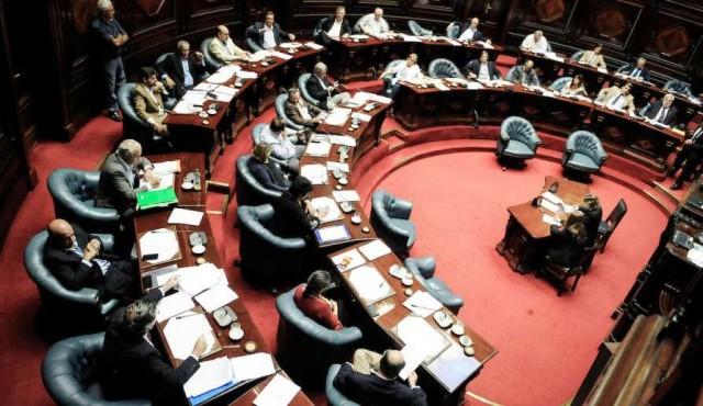Cincuentones: del rechazo de Lacalle Pou y Mieres al voto crítico de Larrañaga
