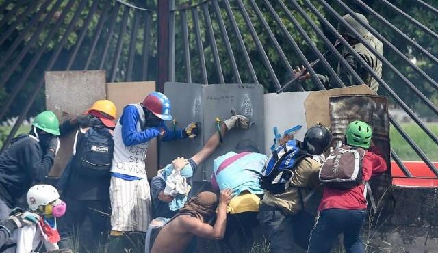 """Comisión de la OEA denuncia """"alarmante"""" deterioro democrático en Venezuela"""