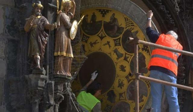 Detienen por seis meses el célebre reloj astronómico de Praga