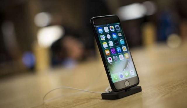 """Apple es investigado en Francia por """"obsolescencia programada"""" de sus iPhone"""