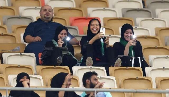 Mujeres saudítas asistieron por primera vez a un partido de fútbol