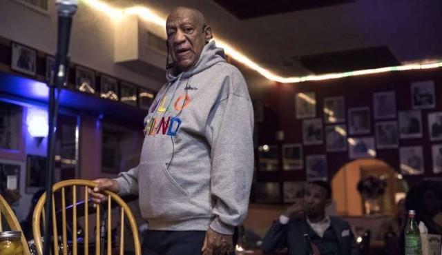 Cosby regresa a escenarios antes de nuevo juicio por abuso sexual