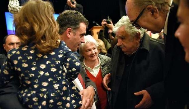 Ahora Mujica apoya a Yamandú Orsi como precandidato del Frente Amplio