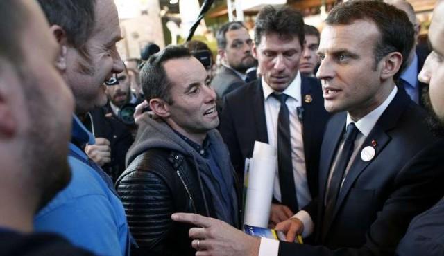 Macron discutió cara a cara con manifestantes