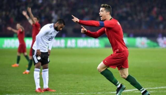 Le roba Cristiano el show a Salah