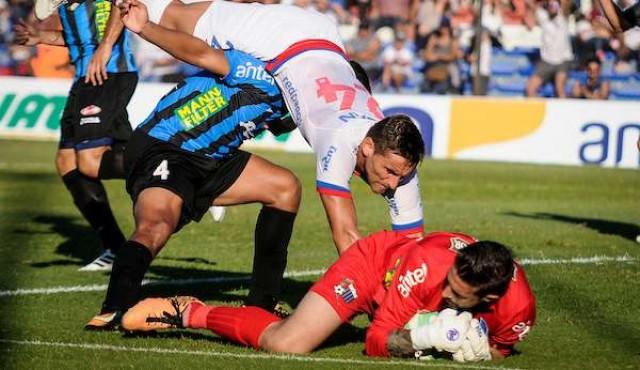 Torque le sacó el invicto a Peñarol ganándole 2-0 — Batacazo brutal
