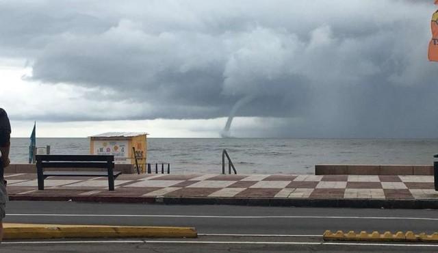 Una tromba marina causó temor en el Río de La Plata