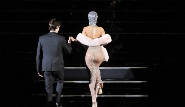 """Rihanna """"brilla"""" en los premios de la moda"""