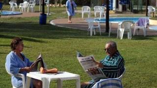 Tomar mate en la piscina, el doble placer de los uruguayos - Columna de Darwin - 1 - DelSol 99.5 FM
