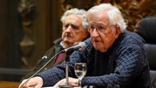 Chomsky, el Paulo Coelho del apocalipsis capitalista según Darwin - Columna de Darwin - 1 - DelSol 99.5 FM