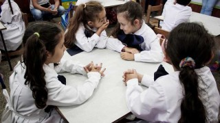 Las escuelas de tiempo completo no mejoran la transición a enseñanza media - Informes - 1 - DelSol 99.5 FM