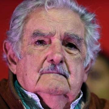 Según Darwin, Mujica está furioso porque le están arruinando la mitad del documental