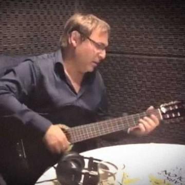 ¿Qué lugar ocupa la música en la vida de Gabriel Rolón?