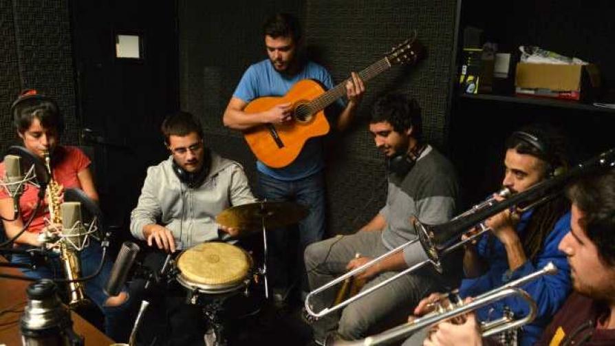 La Imbailable Orquesta - Audios - Cambio & Fuera | DelSol 99.5 FM