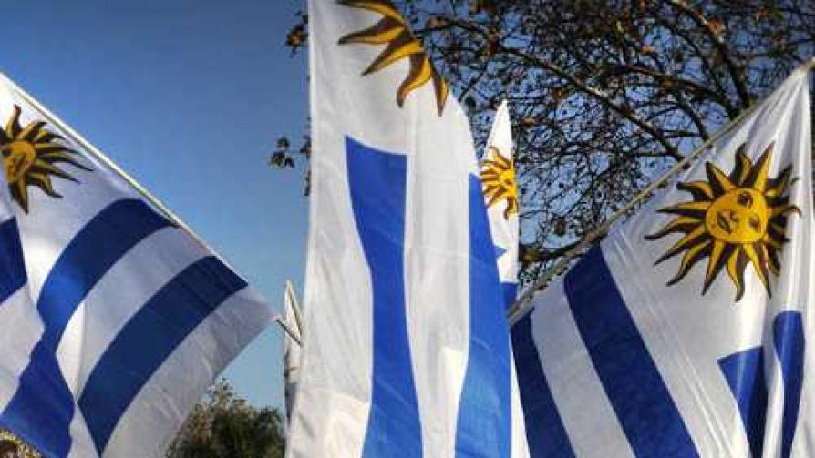 Según Darwin el guionista de Dios confunde Uruguay con Paraguay - Columna de Darwin - No Toquen Nada   DelSol 99.5 FM