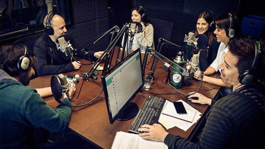 Sobremesa con el equipo de Falladas Uruguay - Audios - La Mesa de los Galanes   DelSol 99.5 FM
