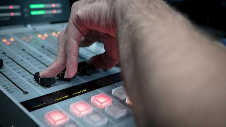 ¿Qué tiene de loco la radio? - El loquito - La Mesa de los Galanes   DelSol 99.5 FM