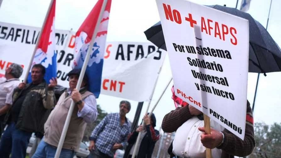 Presidente de Asociación de AFAPs preguntó si se va hacia un sistema nacionalizado - Entrevistas - No Toquen Nada   DelSol 99.5 FM