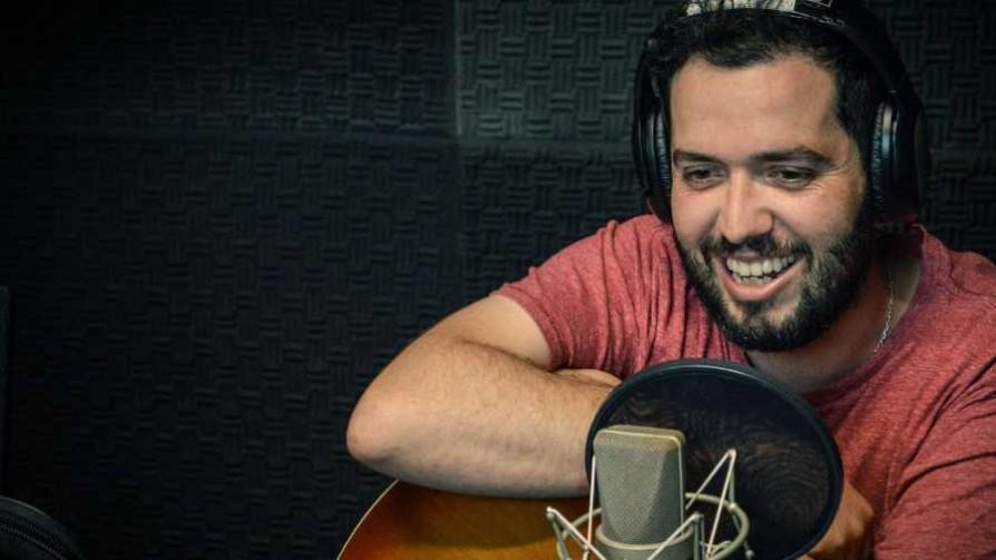 Diego González en Bluzz Bar con su show acústico - Audios - Cambio & Fuera | DelSol 99.5 FM