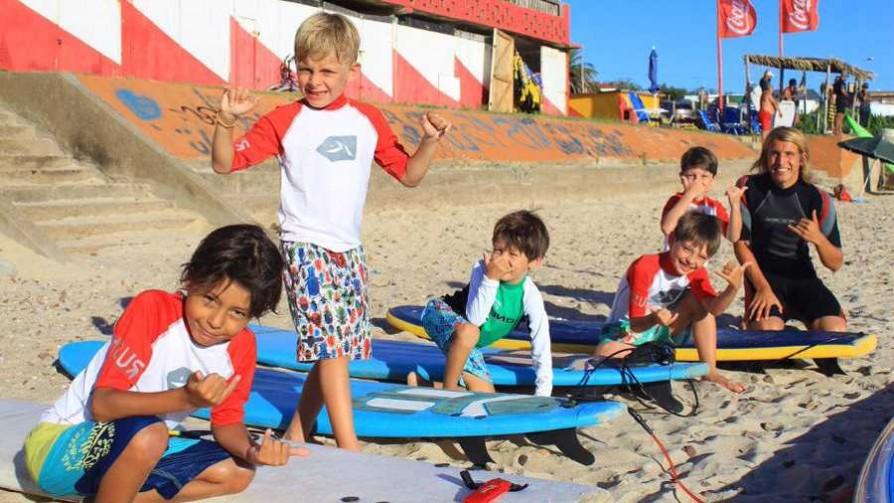 De Márama a las olas: la escuela de surf de Pablo Arnoletti  - Audios - Verano en DelSol | DelSol 99.5 FM
