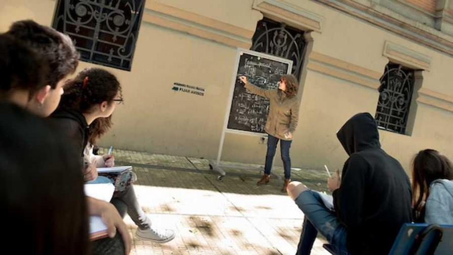 """Me fui a examen"", una iniciativa de estudiantes universitarios - Audios - Verano en DelSol | DelSol 99.5 FM"