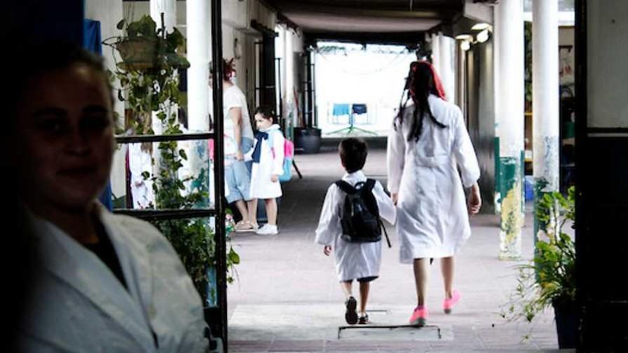 Camilo recordó su entrada a la escuela y tiró la Puñalada  - La puñalada - La Mesa de los Galanes | DelSol 99.5 FM