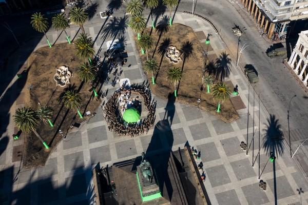 Rodaje de escenas de la serie de Conquest producida por Keanu Reeves, en Plaza Independencia, en Montevideo. || Nicolás Celaya /adhocFOTOS