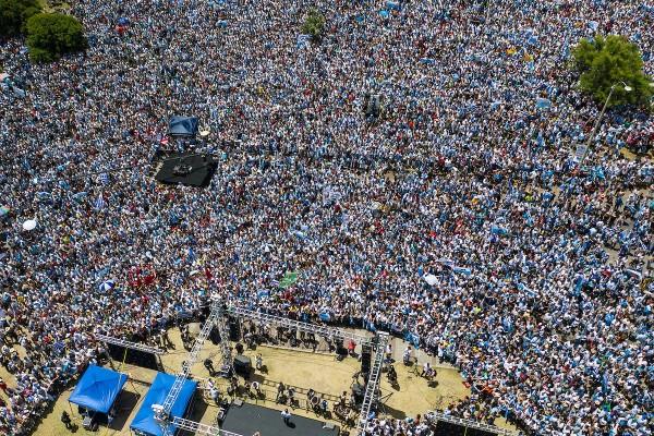 Acto de Luis Lacalle Pou como presidente electo en Kibon. || Nicolás Celaya /adhocFOTOS