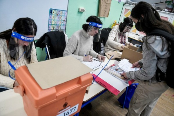 Día de elecciones en Uruguay. || Javier Calvelo / adhocFOTOS