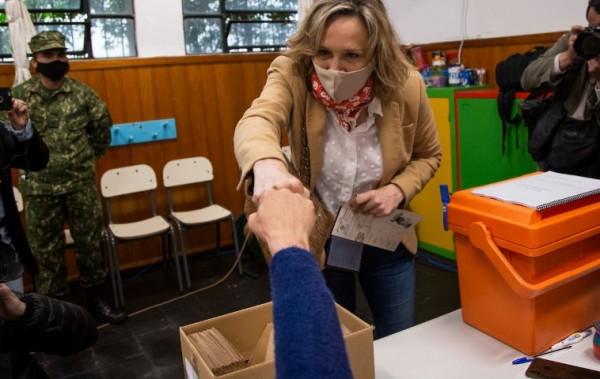 La  votación de Laura Raffo || Pablo La Rosa / adhocFOTOS