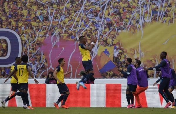 RODRIGO BUENDIA / POOL / AFP