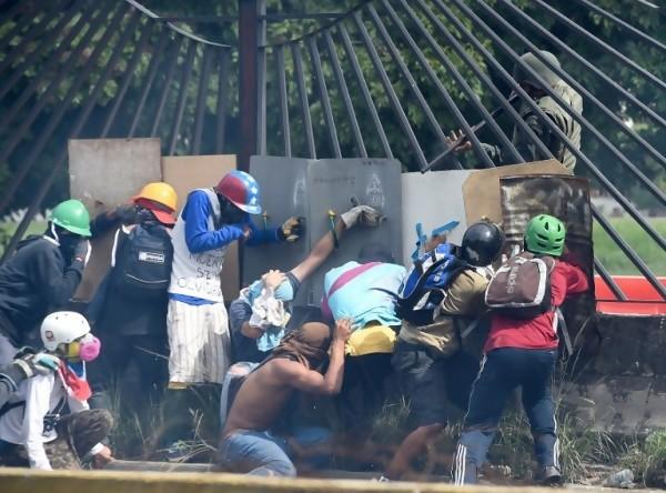 Enfrentamientos en Venezuela durante protestas contra el gobierno de Nicolás Maduro || AFP