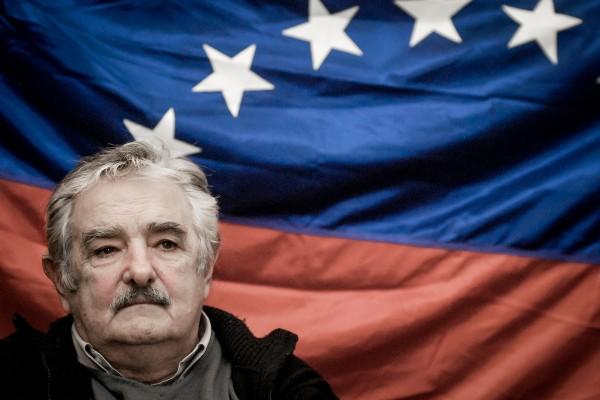 José Mujica en la fabrica Envidrio. || Javier Calvelo