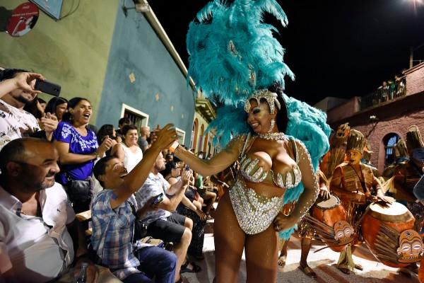 Yessy López durante la participacion de la comparsa Templando en Puerto Rico en el Desfile de Llamadas. || Nicolás Celaya