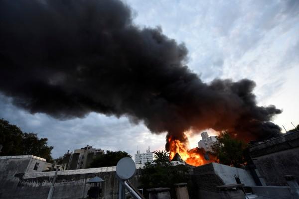 Incendio en depósito en Cordón, Montevideo. || Nicolás Celaya