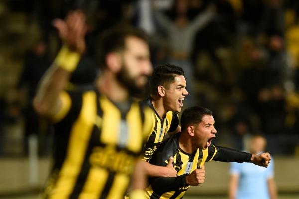 Cristian Palacios festeja su gol durante Peñarol vs Torque por el torneo intermedio del Campeonato Uruguayo de Futbol en el estadio Campeon del Siglo. || Nicolás Celaya