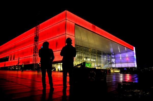 Prueba de luces exteriores del Antel Arena. || Javier Calvelo