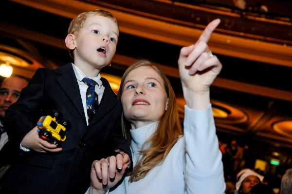 Ekaterina Ribolovlev y su hijo Alexander Sartori durante el acto lanzamiento de la precandidatura de Juan Sartori por el Partido Nacional en el Teatro Metro. || Javier Calvelo