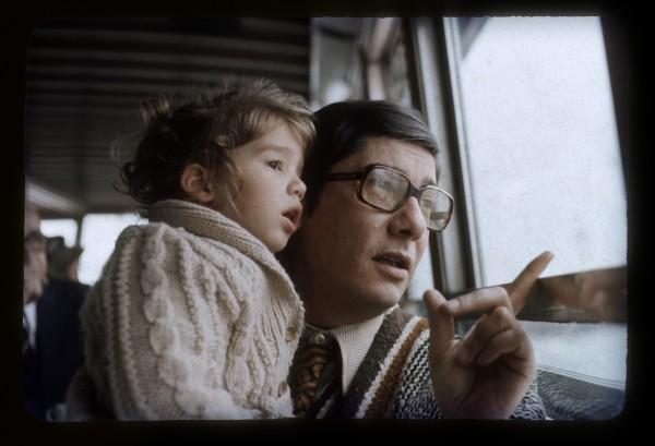 erena Zitarrosa y su padre, Alfredo. Delta del Tigre, Buenos Aires. Año 1976. || Nancy Marino - Archivo Zitarrosa