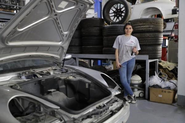 LÍBANO - Rana el-Hayek, mecánica || AFP