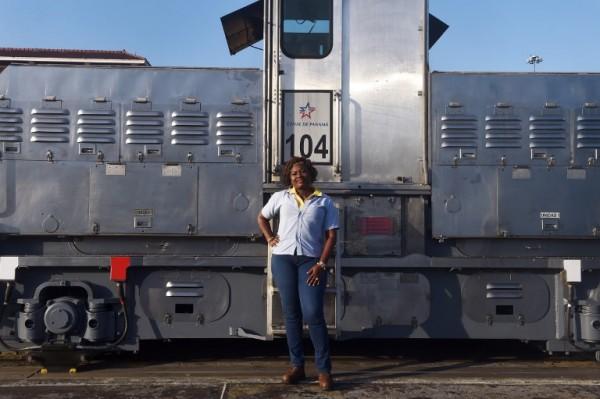 PANAMA - Glaciela Shreeves, operadora de locomotora    AFP